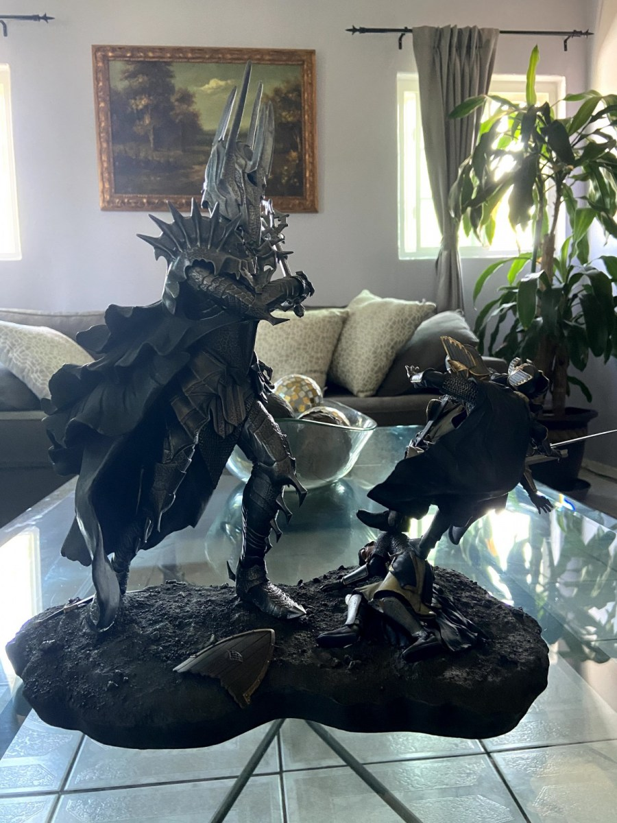 Sauron Vs The Numenorean Army Polystone Diorama Statue